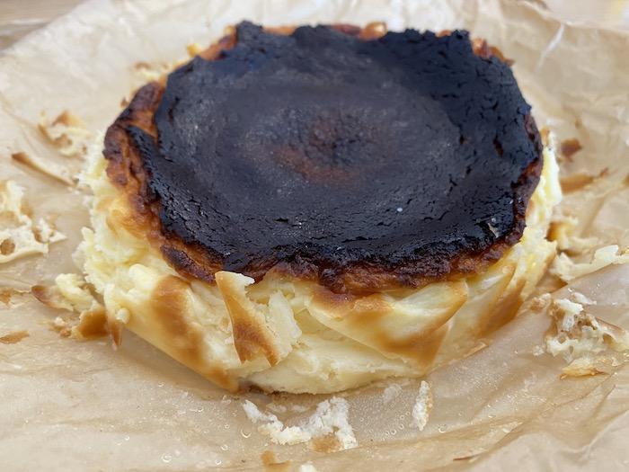 バスクチーズケーキの全体像はこんな感じ