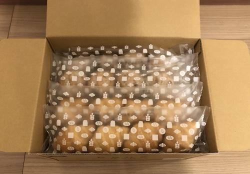 冷凍便で届くPan&(パンド)は、専用のかわいらしいダンボールに包まれてやってきます